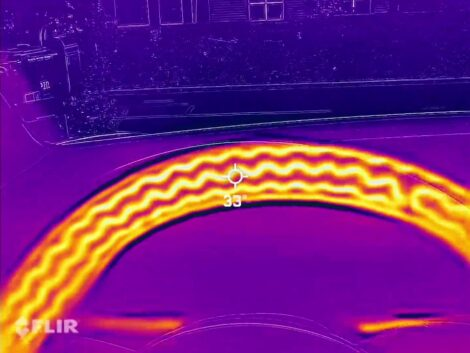 Tesla-model-3-heated-steering-wheel-infrared-view-FLiR